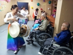[사람/인터뷰] '천하제일' 국악동아리, 김금수씨의 문화봉사 이야기 - 교단을 내려와 시작한 또 다른 삶